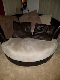 Round swivel couch Bethesda, 20814