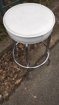 round white and gray metal pedestal table 27 km