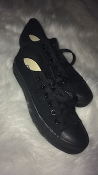 Size 7 black low-top converse Anmore, V3H