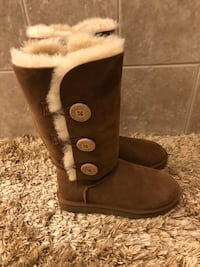 AUTHENTIC UGG BAILEY 3 BUTTON CHESTNUT BOOTS  size 7 NEW!! Lindenhurst, 60046