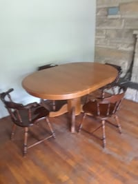 round brown wooden pedestal table with four chairs Middletown, 17057