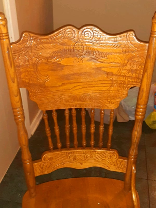 Table w/4 chairs d75c5ee6-4aac-4af3-a5c8-83148791a6d0