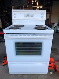 """30"""" Electric Stove/Oven. Very clean. Rarely used. Brampton, L6W 1J3"""