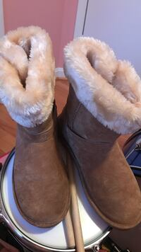pair of brown sheepskin boots Silver Spring, 20906