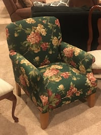 2 Ethan Allen gorgeous like new green floral chairs Haymarket, 20169