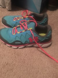 Women's size 10 under armour shoes  Olin, 28660
