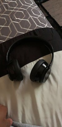 beats solo 3 with charging cable and headphone case Southfield, 48075