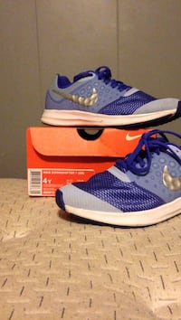 Nike down shifter unisex size 4 y only wore a few times Lindenhurst, 11757