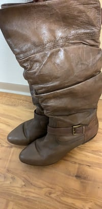 Women's brown size 9M boots Seattle, 98103