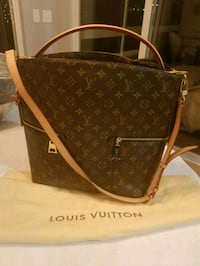 Louis Vuitton Monogram Canvas tote bag Batavia, 45103