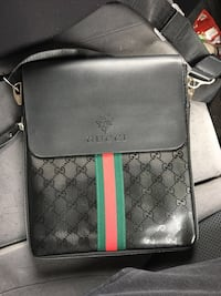 Gucci sidebag (trades or cash) Whitby, L1P 1Y1