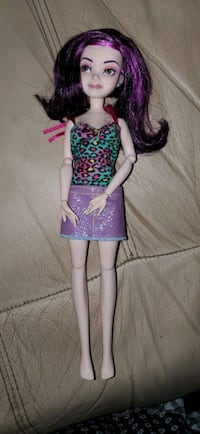descendants mal doll brand new only took outfit  Burlington, 01803