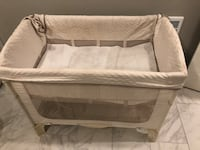 Arms reach co-sleeper bassinet  Linganore, 21774