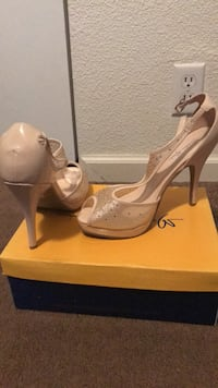 Pair of women's champagne colored pumps Prineville, 97754
