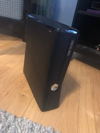 Xbox 360 console with controller and halo 4 Richmond Hill, L4E 5C5
