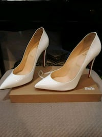 pair of white leather pointed toe pumps Silver Spring, 20906