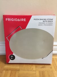 Frigidaire pizza baking stone with rack Mississauga, L4Y 3G8