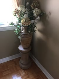 Ceramic base column with ceramic floral vase arrangement Vaughan, L4H 2L1