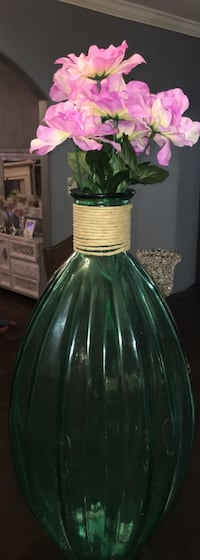 green glass vase with pink faux flowers