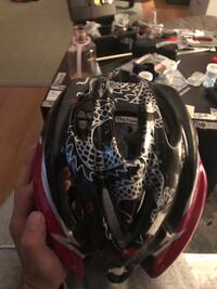 base camp- helmet-. this has been brand new and still is Montréal, H1H 4M1