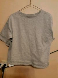 gray scoop-neck t-shirt Kelowna, V1X 2Y6