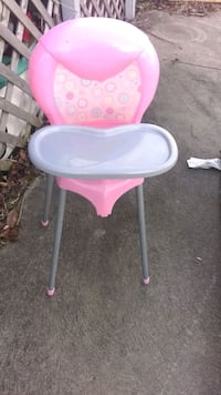 baby's pink and white highchair Beaver Falls, 15010
