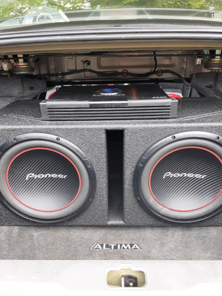 Photo PIONEER SUBS 212'S & 2000W 2 CH. PLANET AUDIO AMP