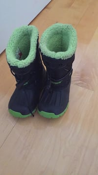 Hot paws toddler boots size 24, barely used. Laval, H7Y 2C1