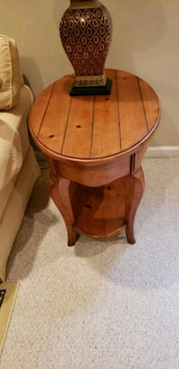 Thomasville French country end table Laurel, 20724