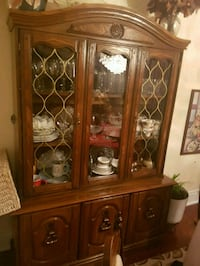Antique hutch and buffet. Have the matching table  549 km
