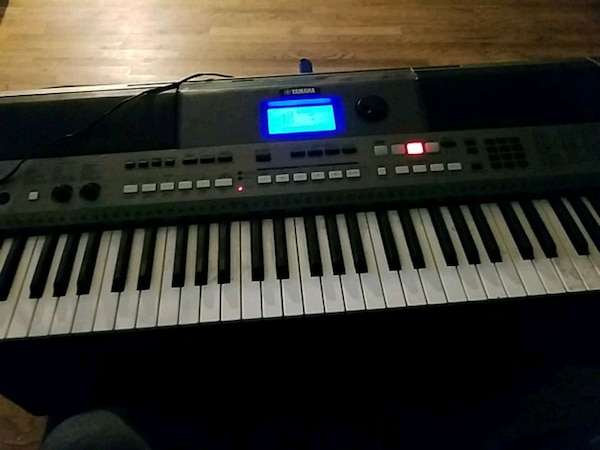 Used Yamaha Keyboard psr e443 for sale in Avon-by-the-Sea