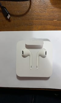 Apple Wire Headphones with lightning connector New York, 11358