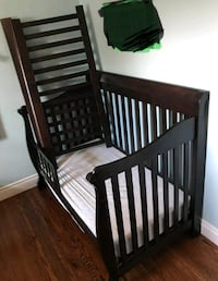 Baby crib convert to day bed Brampton, L6Y 5M6