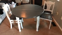 Gray & white Table & 2 chairs Orting, 98360
