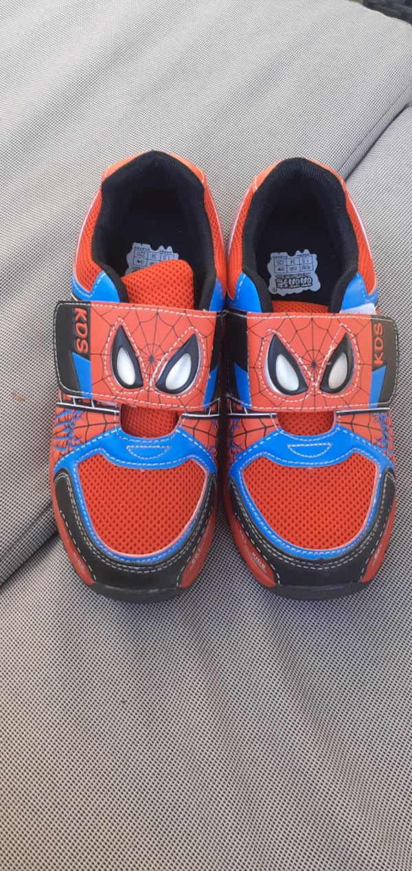 Spiderman sko str 34 og 26 369e2523-602d-4949-a1d7-0240215b040f