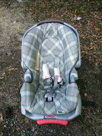 baby's gray and white car seat carrier Thomasville, 27360