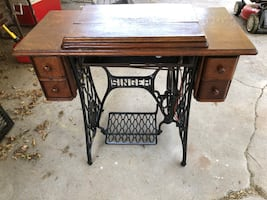 Singer Sewing Table/Machine