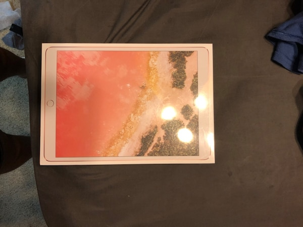 Apple Ipad pro 10.5 64gb rose gold wifi only