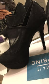 Black high heels size 6.5 Oakville