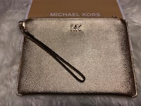 BNWT Authentic Micheal Kors Large Clutch Whitby, L1N 8M8