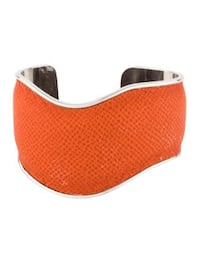 TOD'S EMBOSSED LEATHER WAVE CUFF Stamford