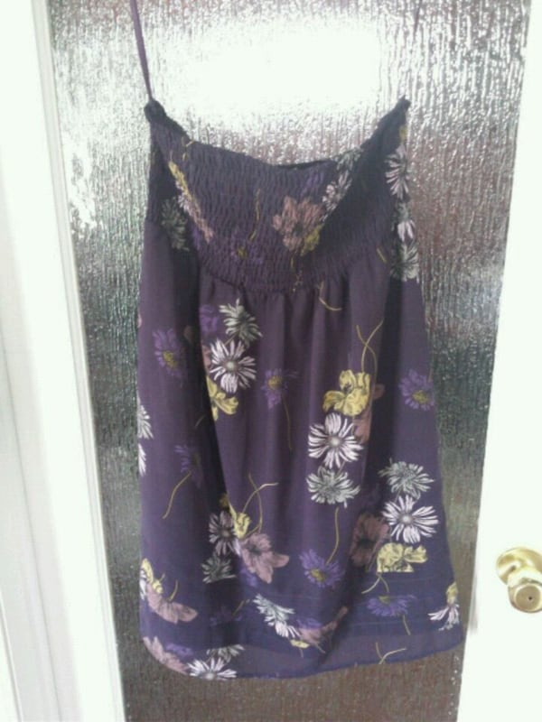 women's purple and white floral dress 89cb8707-cc7b-42de-a69a-77f255dcc5b8