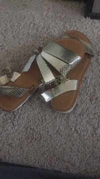 Gold sandals  Oxon Hill, 20745