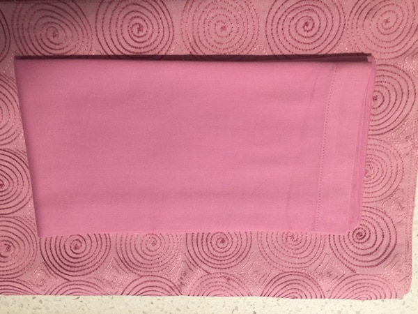 New Crate and Barrel Set of 4 Pink Embroidered Botella Place Mats & Set of 4 Pink Botella Fabric Napkins