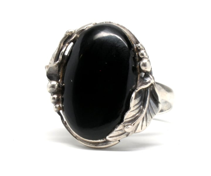 Antique Silver Onyx Ring d37e205b-8ad4-4290-ab09-27a63c8a7cdc