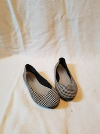 women's pair of black leather flats Yelm, 98597