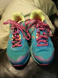 Kids sneakers 13.5 (make an offer) Fall River, 02721