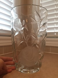 Glass vase w/frosted embossed flowers Brampton, L6R 0E2