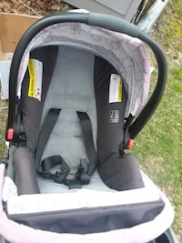 baby's black and gray car seat carrier Fort Washington, 20744