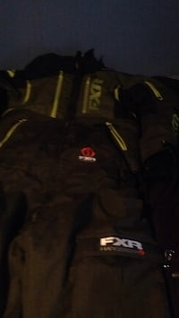 black and gray Under Armour jacket Pilot Butte, S0G